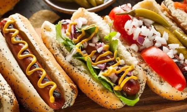 Banh-mi-kep-xuc-xich-con-goi-la-hot-dog