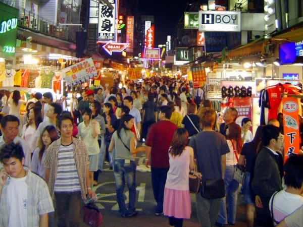 Chợ-đêm-cuối-tuần-Hoa-Viên-e1456390218564
